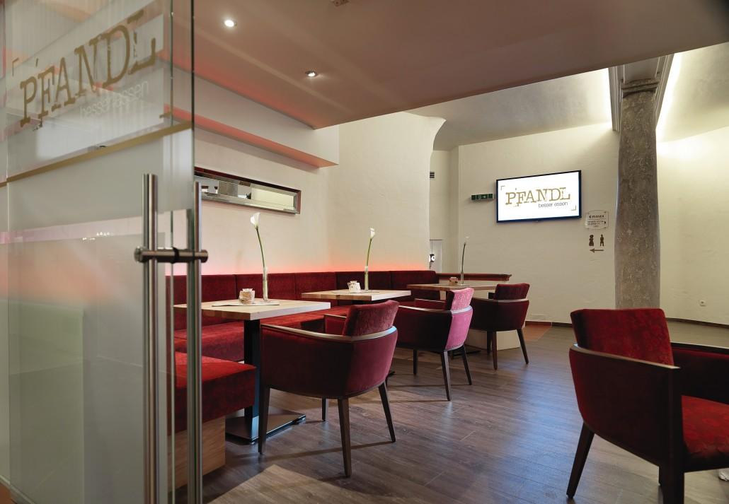 Gemütliches Candle-Light-Dinner in der PFANDL Lounge - Hotel Almesberger****S