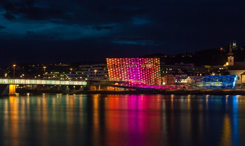 Sehenswürdigkeit in Linz: Das Ars Electronica Center - Hotel Almesberger****S